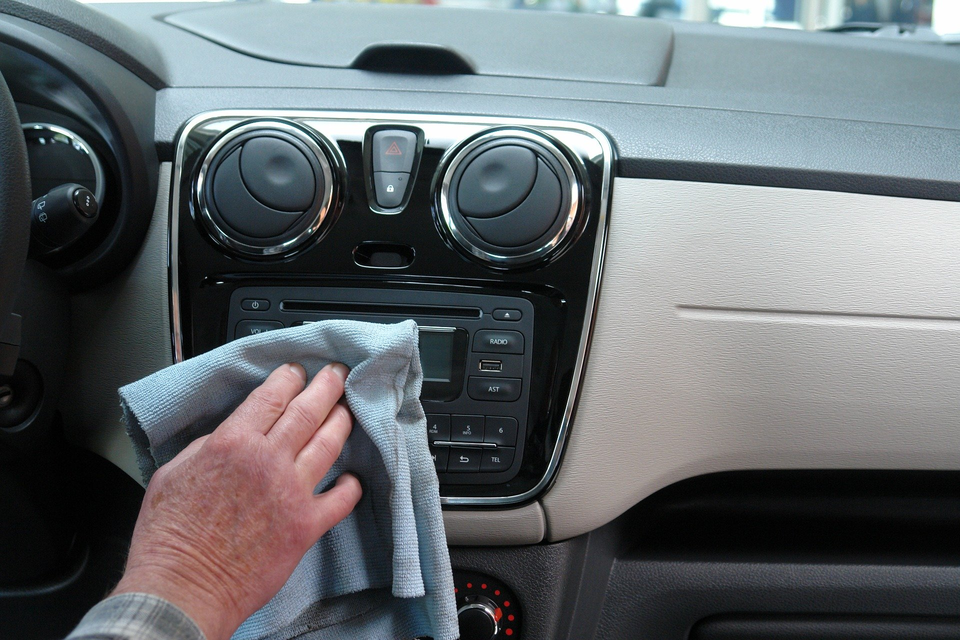 Cleaning car to prevent spread of Coronavirus